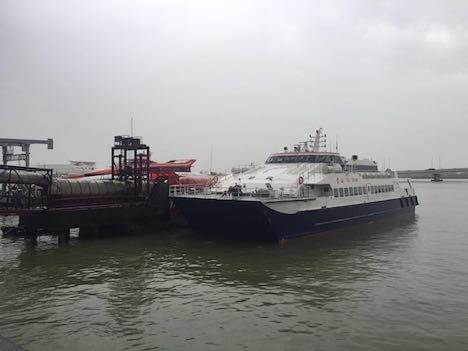 マカオ、高速船が接触事故…乗客2人ケガ=大雨の中