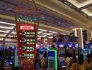 ギャラクシーマカオに開設された低額スロットマシンコーナー「多福多財勝地(Duo Fu Duo Cai World)=6月27日-本紙撮影