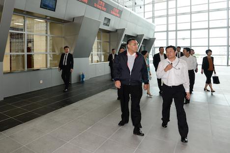 マカオ行政長官が建設中のタイパフェリーターミナルを視察