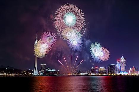 日本の花火が中秋節のマカオの夜空を彩る