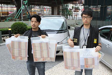 マカオに大量の偽札持ち込んだ中国人の男2人逮捕=カジノで使う