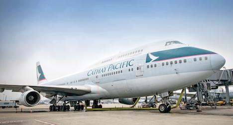 キャセイ航空がB747型機を香港市街地で低空飛行=10月8日午前、退役記念イベント