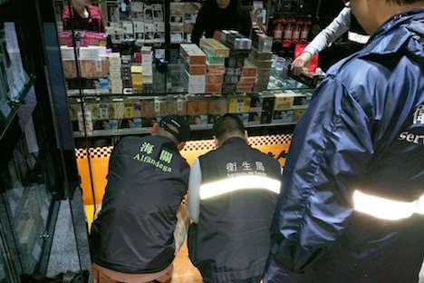 マカオ税関、中国有名高級ブランドの密輸たばこ1万6000本押収=市民から通報受け販売店取り締まり