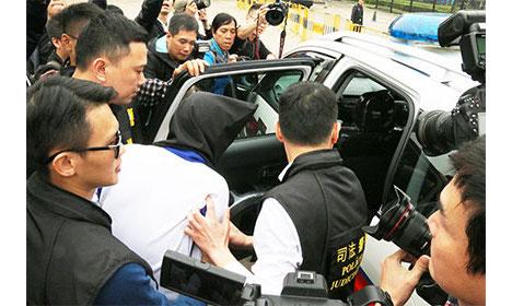 中国公安からマカオ司法警察局への容疑者の身柄引き渡しの様子=3月16日(写真:マカオ司法警察局)