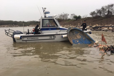マカオ・タイパ島沖で沈没したサンパン船見つかる