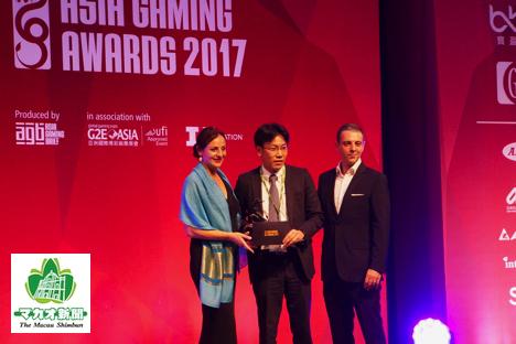 ベスト業界サプライヤー賞を受賞したエンゼルプレイングカード=2017年5月16日、パリジャンマカオ-本紙撮影