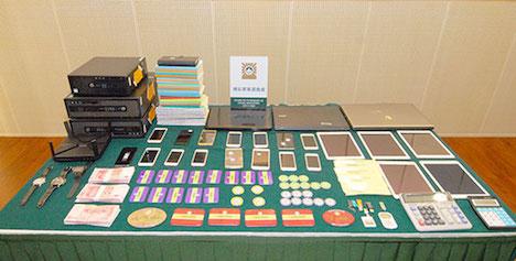 違法な代理ベットサービスを提供していたとして検挙されたグループのアジトから押収された証拠品(写真:マカオ司法警察局)