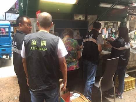 マカオ税関、中国有名銘柄の密輸たばこ8100本押収=市民から通報受け販売店取り締まり