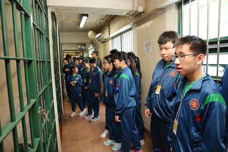 マカオ、1年間で青少年1100人が監獄を見学…非行予防教育の一環