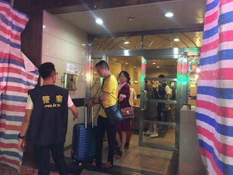 マカオ警察が無認可宿泊施設摘発…経営者とみられる密航者ら逮捕