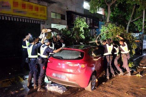 <台風13号>マカオの死者9人、負傷者200人超に…政府が善後策発表 気象局長の辞職も