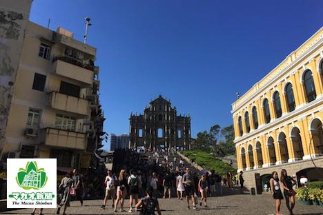 台風13号襲来後、初めての土曜日を迎えたマカオ。世界遺産「聖ポール天主堂跡」周辺にも団体ツアー客の姿がほとんどなかった=2017年8月26日-本紙撮影