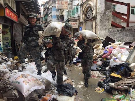 <台風13号>マカオ政府が中国人民解放軍に救援要請…返還後初=駐マカオ部隊から1000人派遣、がれきの除去や防疫作業に従事