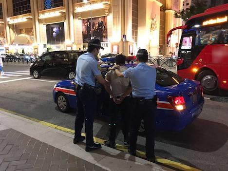 マカオ、カジノテーブルから他人のチップを奪い逃走した中国人の男逮捕…警察官らにケガ負わす