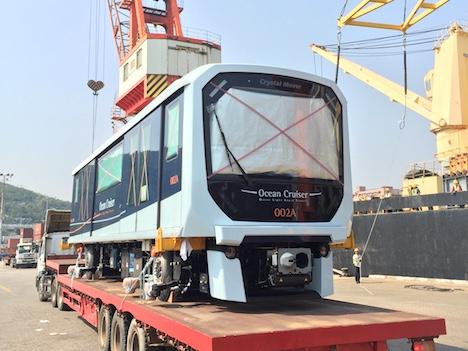 マカオ新交通システムの日本製車両がマカオに到着