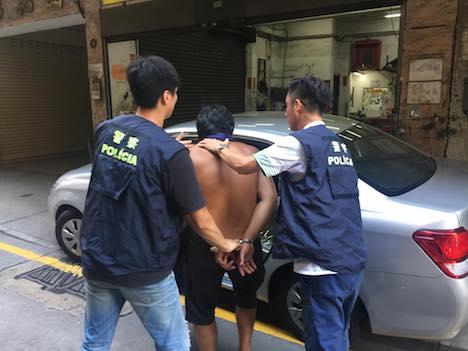 マカオ、女子学生らに下半身露出の男を逮捕