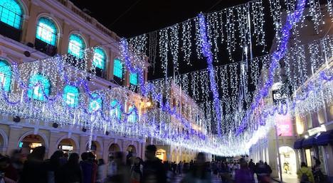 マカオ、クリスマス装飾の準備進む=12月1日に点灯式