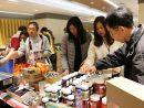 サンズチャイナが運営するIR施設のバックヤードエリアで開催されている従業員向け即売会の様子(写真:Sands China Limited)