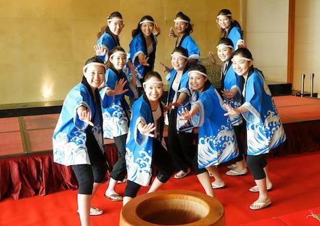 ホテルオークラマカオの女性スタッフによるソーラン節チーム(写真:Hotel Okura Macau)