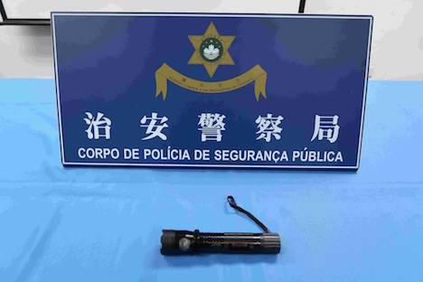 スタンガン機能付き懐中電灯所持で中国人女子逮捕…マカオ国際空港の手荷物検査で発見