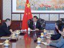 中国の習近平国家主席(写真中央)への述職に臨むマカオ特別行政区のフェルナンド・チュイ行政長官(左列奥)=2017年12月15日、北京(写真:GCS)