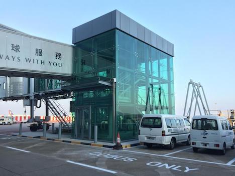 マカオ国際空港旅客ターミナルビル北側拡張部に新設されたボーディングブリッジ(写真:CAM)
