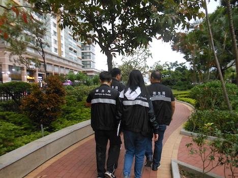禁煙ゾーンを巡回するSSMの「禁煙Gメン」たち(写真:SSM)