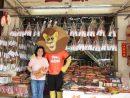 ライオンのキャラクター「MGM LEO」が特色あるローカル店を紹介する体裁(写真:MGM China Holdings Limited)