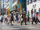 横断歩道で交通整理にあたる警察官(資料)(写真:マカオ治安警察局)