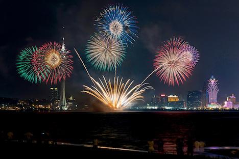 マカオの夜空を彩った日本・丸玉屋小勝煙火店の花火=2018年9月8日(写真:GCS)