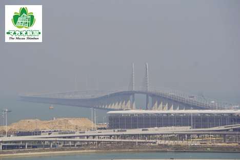 建設中の港珠澳大橋。手前がマカオ側出入境施設(資料)=2018年1月-本紙撮影