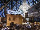 高さ238メートルの位置にあるフレンチレストラン「ロブション・オ・ドーム」(写真:Grand Lisboa Macau)