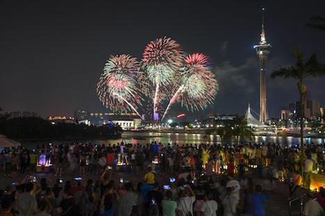 第29回マカオ国際花火コンテストの第5夜、国慶節のマカオの夜空を彩った中国チームの花火=2018年10月1日(写真:GCS)