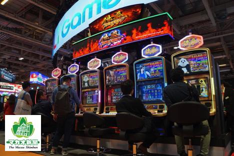 LT GAME JAPAN社がMGSエンターテイメントショー2018に出展した『鉄拳』コラボの新作ビデオスロット=2018年11月13日、ヴェネチアンマカオ・コタイエキスポホールにて本紙撮影