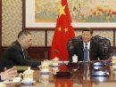 習近平国家主席(右)への述職に臨むマカオ特別行政区の崔世安行政長官(左)=2018年12月17日、北京(写真:GCS)