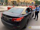 マカオ治安警察局による違反タクシーに対する取り締まりの様子(資料)=2018年12月、タイパ島・排角(写真:マカオ治安警察局)