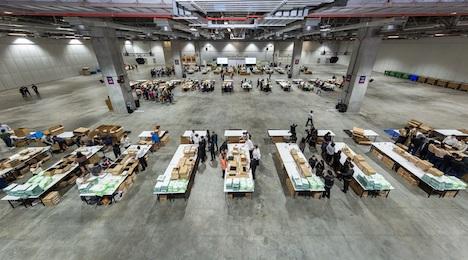 衛生キットの制作風景=2018年12月6日、ヴェネチアンマカオ(写真:Sands China Limited)