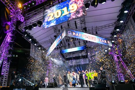 マカオタワー前の西灣湖廣場で開催されたマカオ政府主催のカウントダウンイベントの様子(写真:GCS)