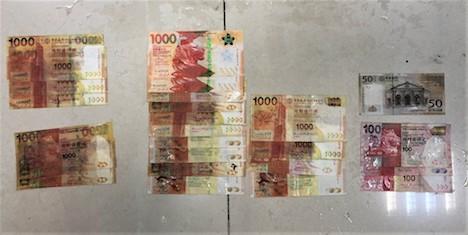 密航者が乗っていたモーターボート内から見つかった紙幣(写真:澳門海關)