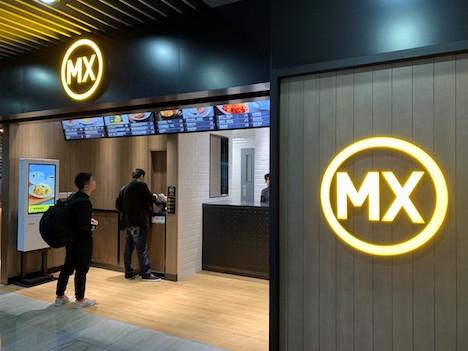 マカオ国際空港旅客ターミナルビルの非制限エリアにオープンした「MX」の店舗(写真:CAM)