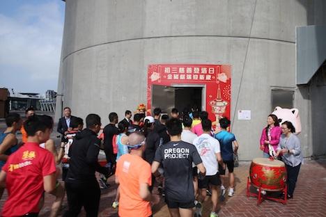 マカオタワーの展望台を目指して階段を駆け上がるランナーたち=2019年2月7日(写真:Macau Tower)