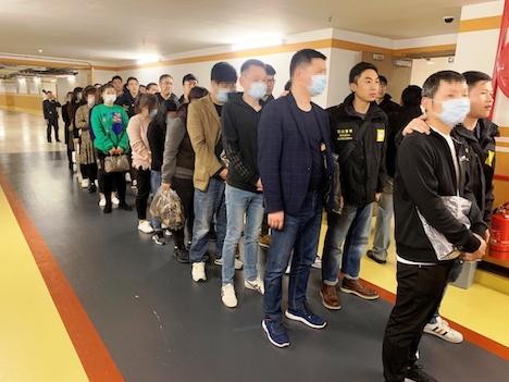 マカオ司法警察局が身柄を拘束した「換銭党」の男女ら(写真:マカオ司法警察局)