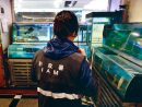 マカオ市政署による市内の食用魚類取扱業者に対する衛生巡回検査の様子(写真:IAM)