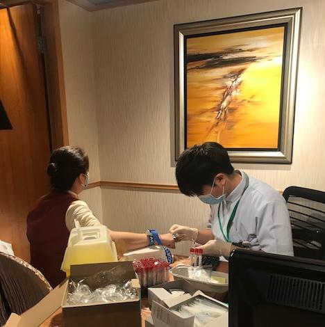 SSMがスターワールドで実施した妊娠中の同施設従業員への抗体検査の様子=2019年4月12日(写真:SSM)