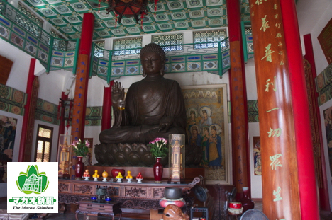 タイパ島・菩提禅院の大仏像(資料)—本紙撮影