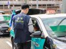 マカオ治安警察局による違反タクシーに対する取り締まりの様子(写真:マカオ治安警察局)