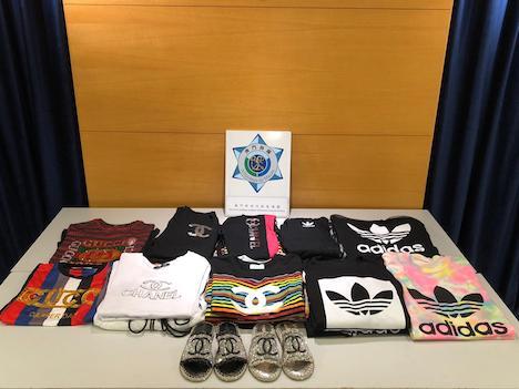 マカオ税関が市内の衣料品販売店から押収した商標権侵害が疑われる物品(写真:澳門海關)