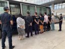 マカオ税関が身柄を拘束した9人の密入境者(写真:澳門海關)