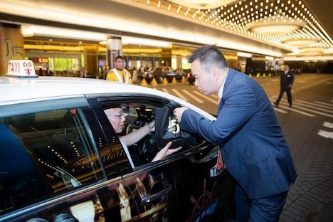サンズマカオ開業15周年を記念して実施されたタクシードライバーへの弁当無償配布=2019年5月18日(写真:Sands Macao)