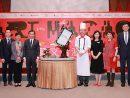 「アートマカオ」記者会見でステージに登壇した村中徳仁さん2019年5月28日(写真:Grand Lisboa Macau)